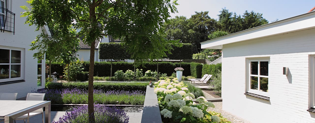 Een groene entree:  Tuin door Stoop Tuinen