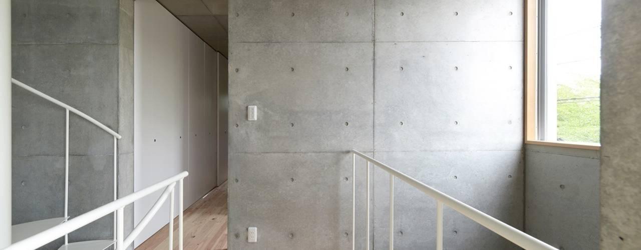 現代風玄關、走廊與階梯 根據 市原忍建築設計事務所 / Shinobu Ichihara Architects 現代風