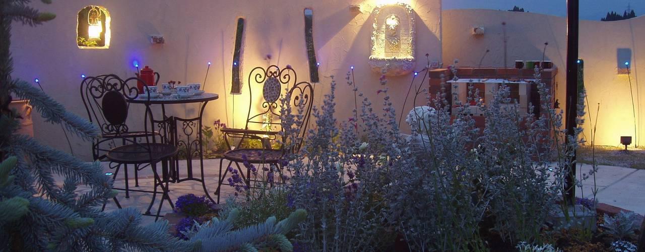 Jardines de estilo ecléctico de エクステリアモミの木 | エクステリア&ガーデンデザイン専門店 Ecléctico