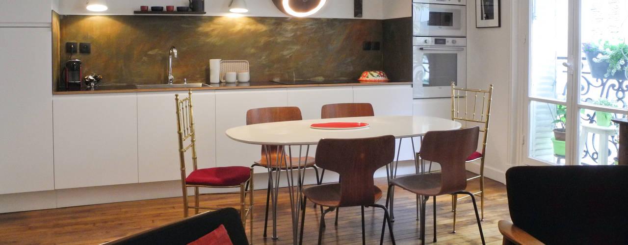 Столовая комната в стиле модерн от Sara Camus Bouanha Architecture Interieure Модерн
