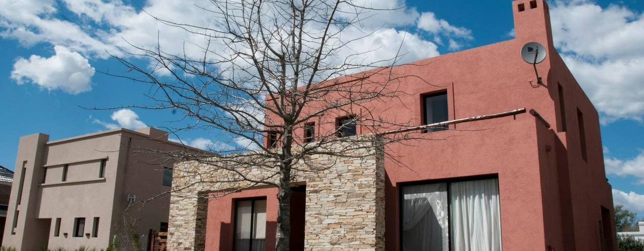 Casas de estilo colonial de Desarrollos Proyecta Colonial