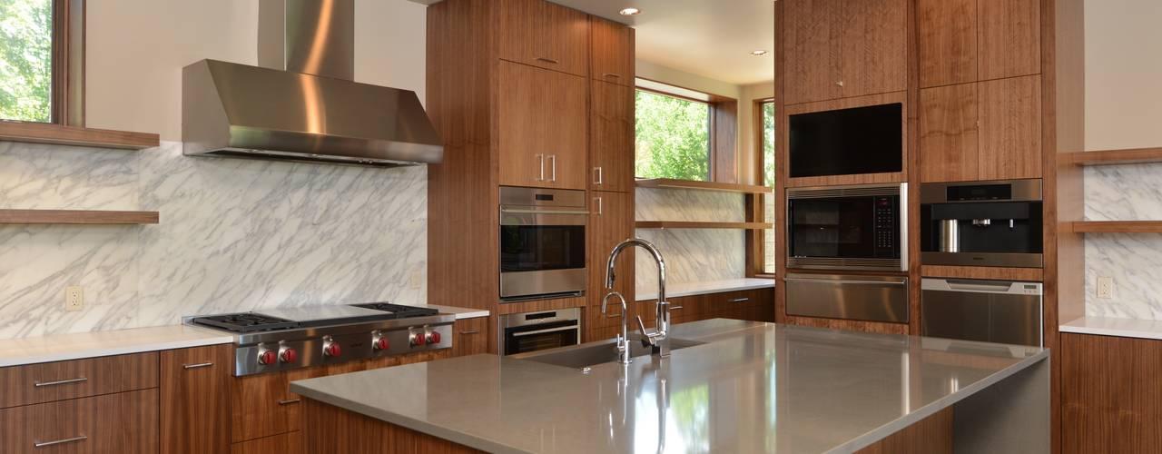 Park Lane Residence Кухня в стиле модерн от Uptic Studios Модерн