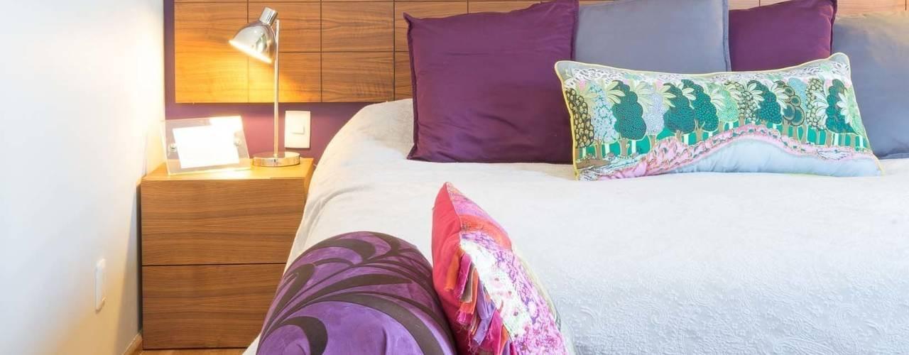 Camera da letto moderna di LEMONBE Moderno