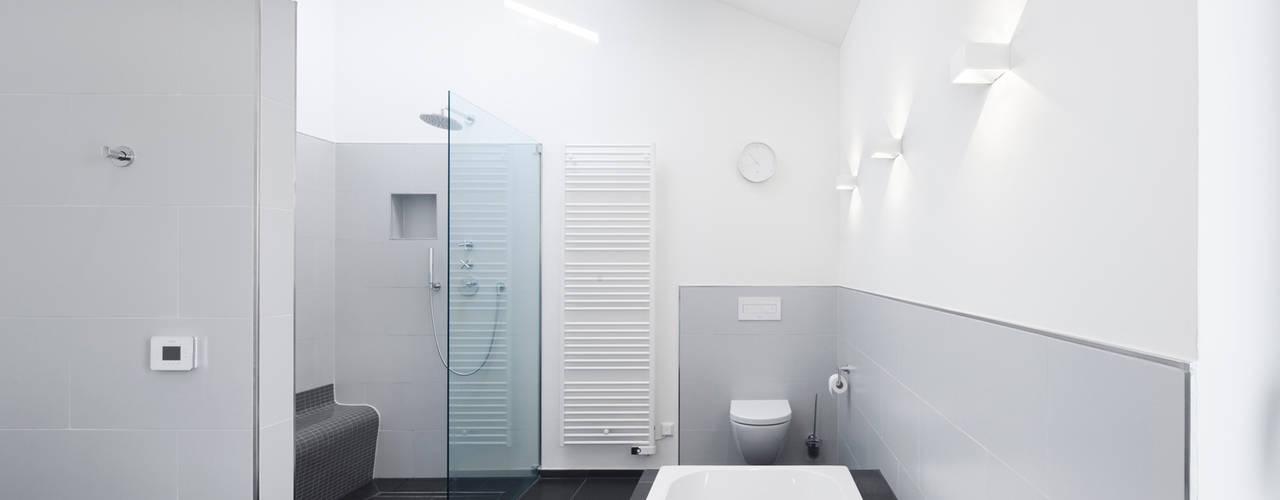 Minimalistische badkamers van Wichmann Architekten Ingenieure GmbH Minimalistisch