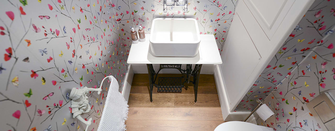 The Broadway, SW19 - Extension & Bathroom Renovation:  Bathroom by Grand Design London Ltd, Classic
