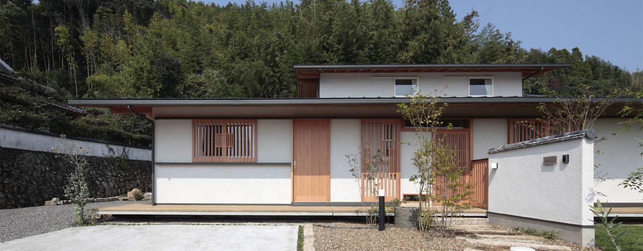 紡ぐ家 ~3世代の住まい~: 山道勉建築が手掛けた家です。,和風