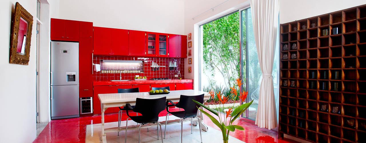 Moderne eetkamers van Taller Estilo Arquitectura Modern