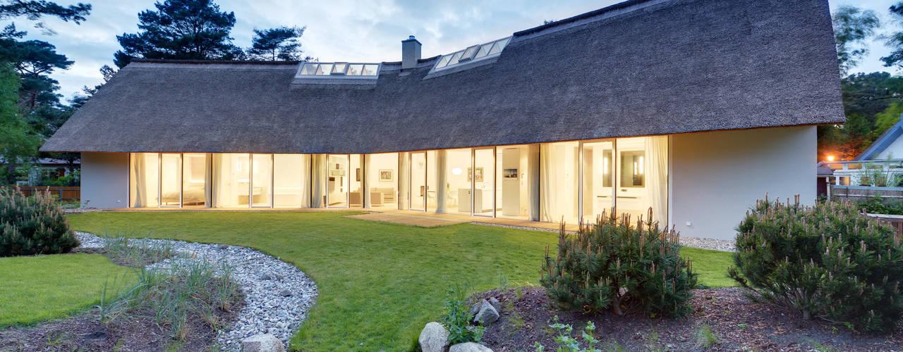 Modern garden by Möhring Architekten Modern