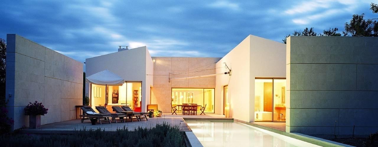 Casas de estilo moderno por Serda