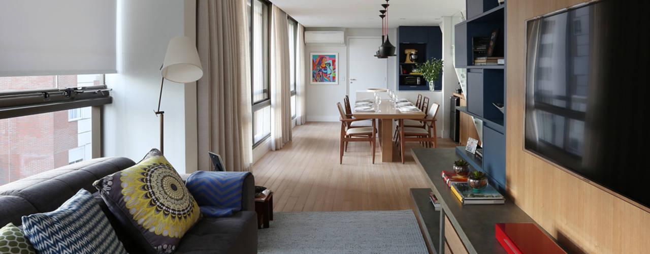 Living room by MANDRIL ARQUITETURA E INTERIORES