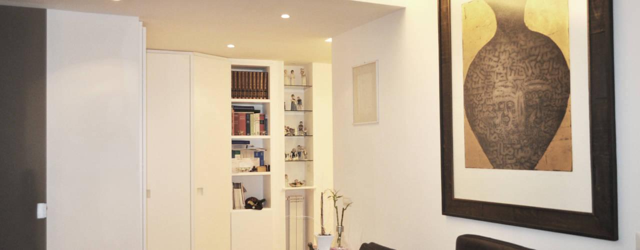 غرفة المعيشة تنفيذ zero6studio - Studio Associato di Architettura
