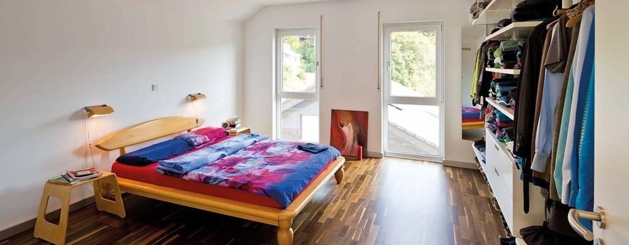 Habitaciones modernas de FingerHaus GmbH - Bauunternehmen in Frankenberg (Eder) Moderno