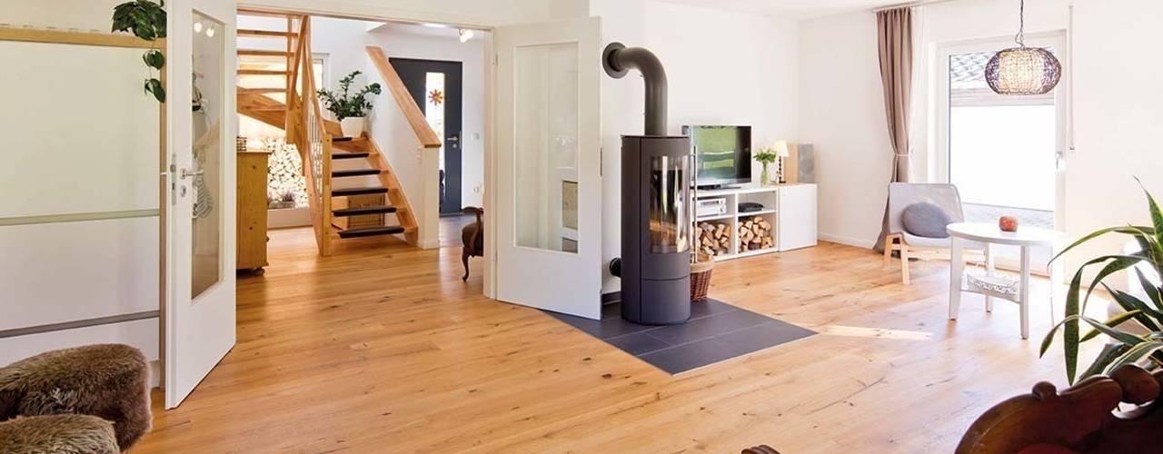 FingerHaus GmbH - Bauunternehmen in Frankenberg (Eder) Living roomFireplaces & accessories