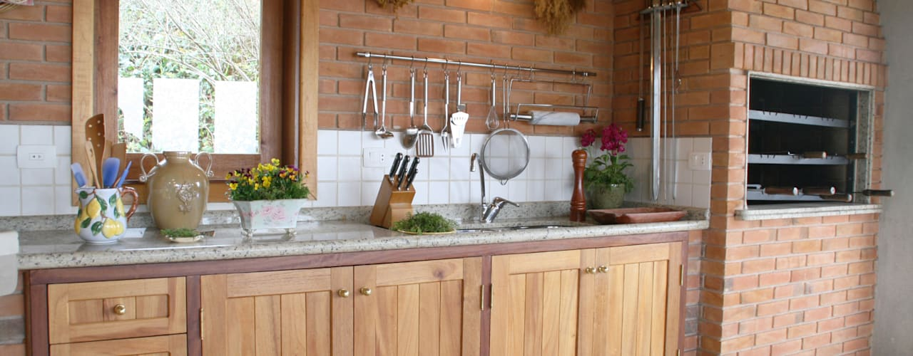 rustic Kitchen by Liliana Zenaro Interiores