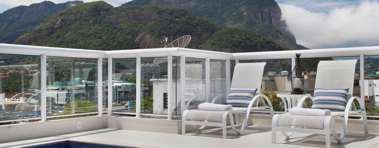 Albercas de estilo  por Carolina Mendonça Projetos de Arquitetura e Interiores LTDA, Moderno