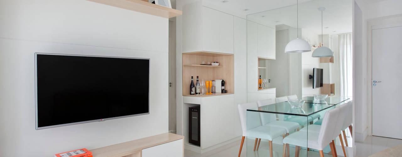 Carolina Mendonça Projetos de Arquitetura e Interiores LTDA 现代客厅設計點子、靈感 & 圖片
