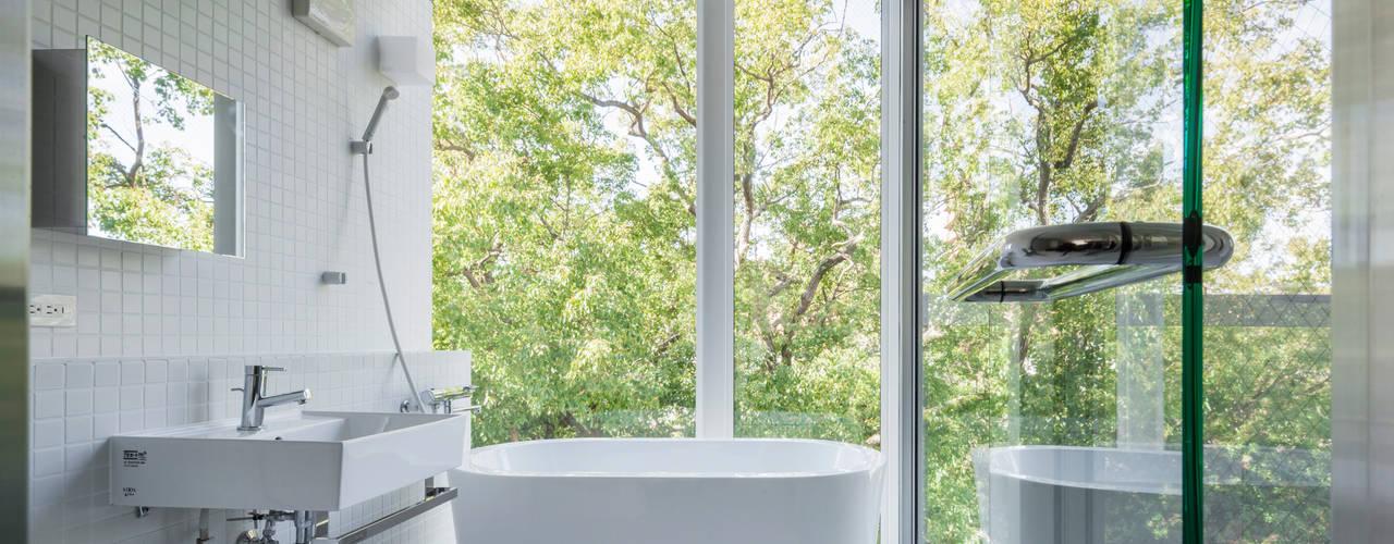 現代浴室設計點子、靈感&圖片 根據 ATELIER A+A 現代風