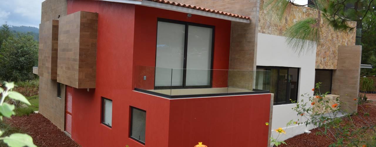 Terraza en una de las habitaciones: Casas de estilo  por Revah Arqs