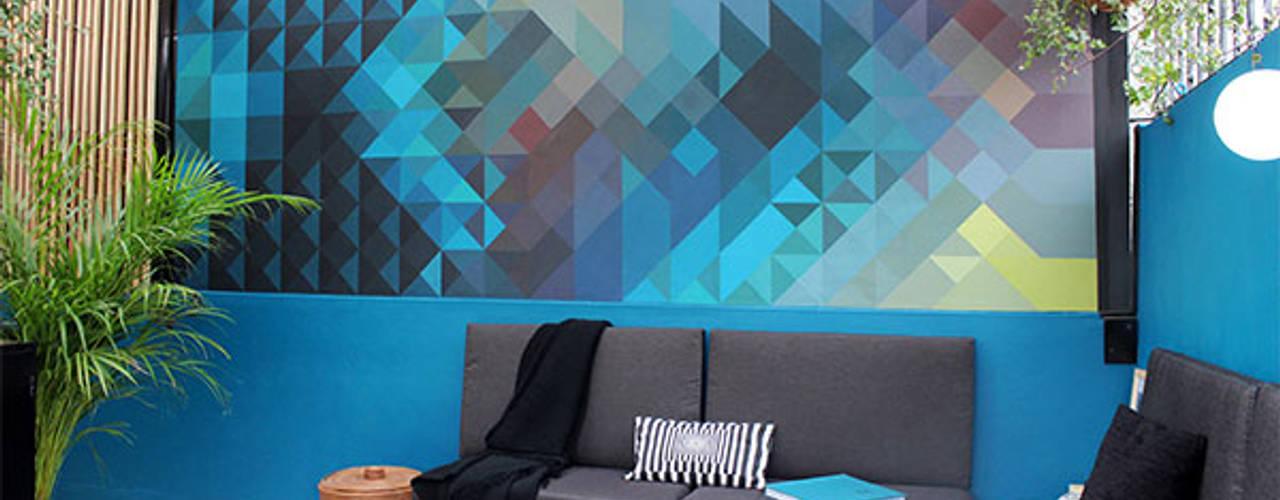 Un mural para personalizar y valorizar un espacio:  de estilo  por NINA SAND