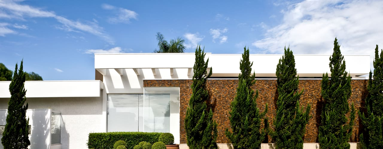 Casas de estilo moderno por Ana Paula e Sanderson Arquitetura