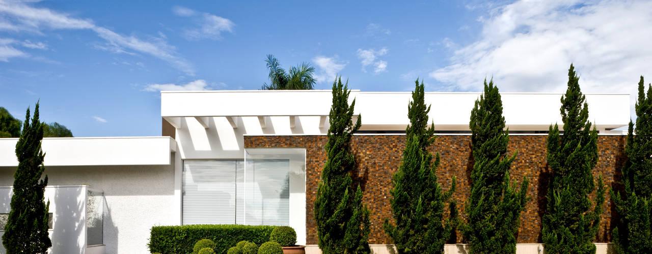 Casas de estilo  por Ana Paula e Sanderson Arquitetura