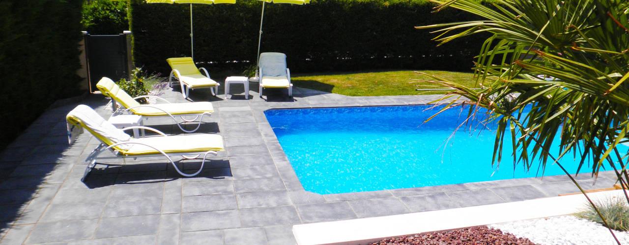 Terrasse et aménagement piscine Piscine méditerranéenne par AD2 Méditerranéen