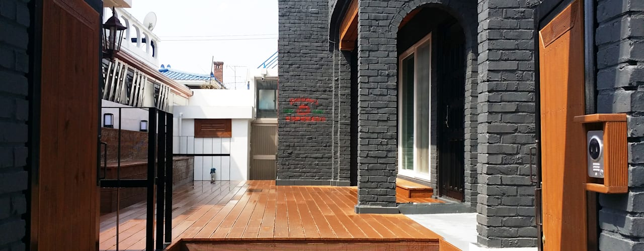 Balcones y terrazas modernos: Ideas, imágenes y decoración de 인벤트 디자인 Moderno