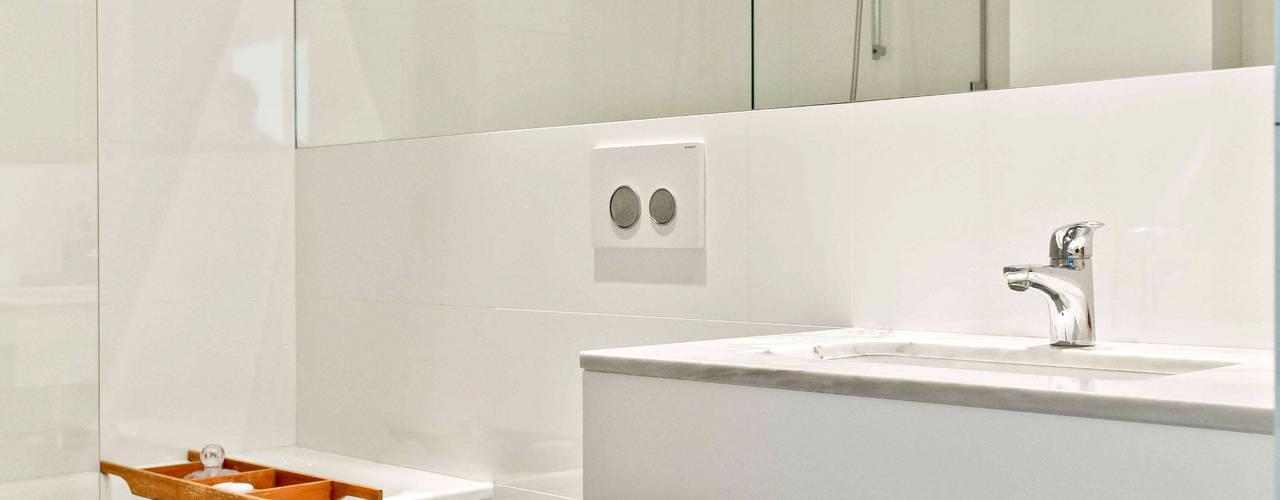 Modern bathroom by Germano de Castro Pinheiro, Lda Modern
