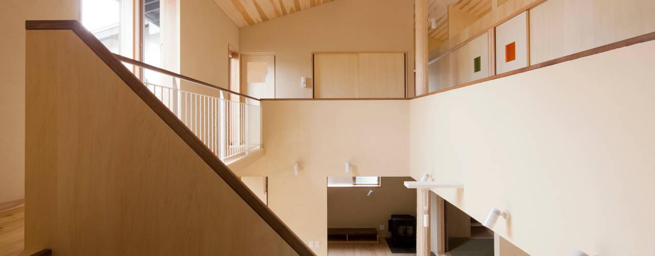 Bulatハウス: しまだ設計室が手掛けた廊下 & 玄関です。