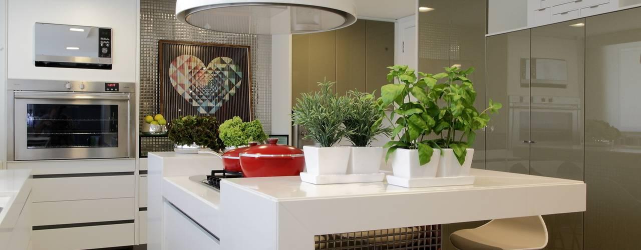 Moderne keukens van ROMERO DUARTE & ARQUITETOS Modern