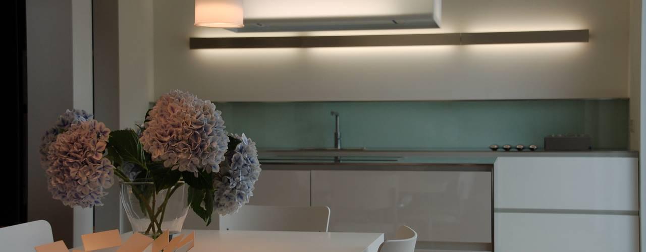 Küche direkt Küchenwerkstatt e.K.: modern tarz Mutfak