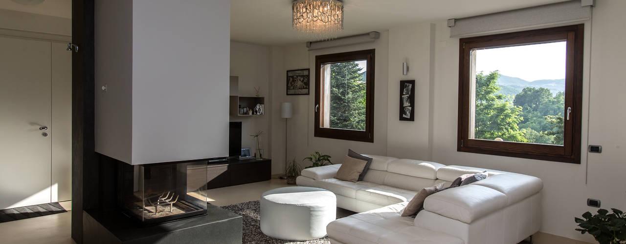Casa C-P: Soggiorno in stile in stile Moderno di QUADRASTUDIO