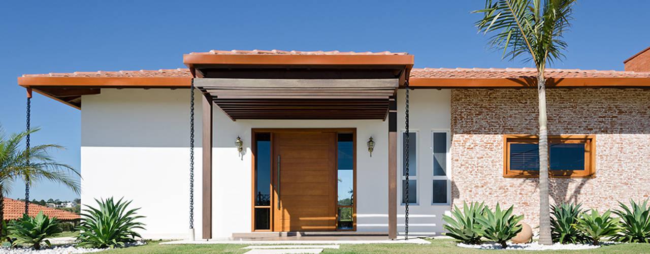 Casa Manacás: Casas rústicas por NOMA ESTUDIO