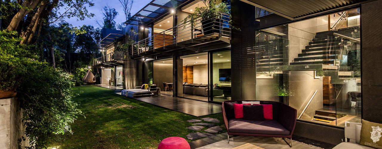 庭院 by grupoarquitectura, 簡約風