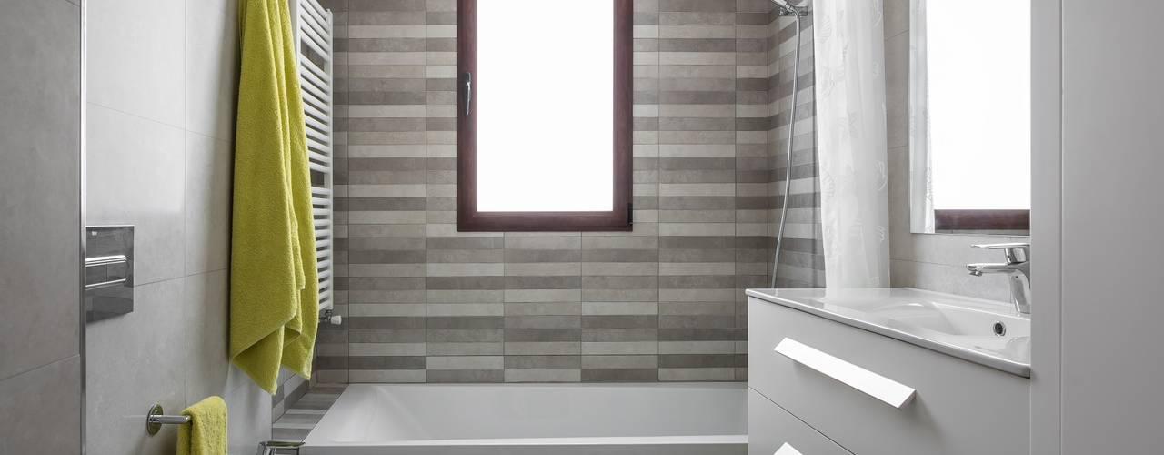 Bathroom by LLIBERÓS SALVADOR Arquitectos