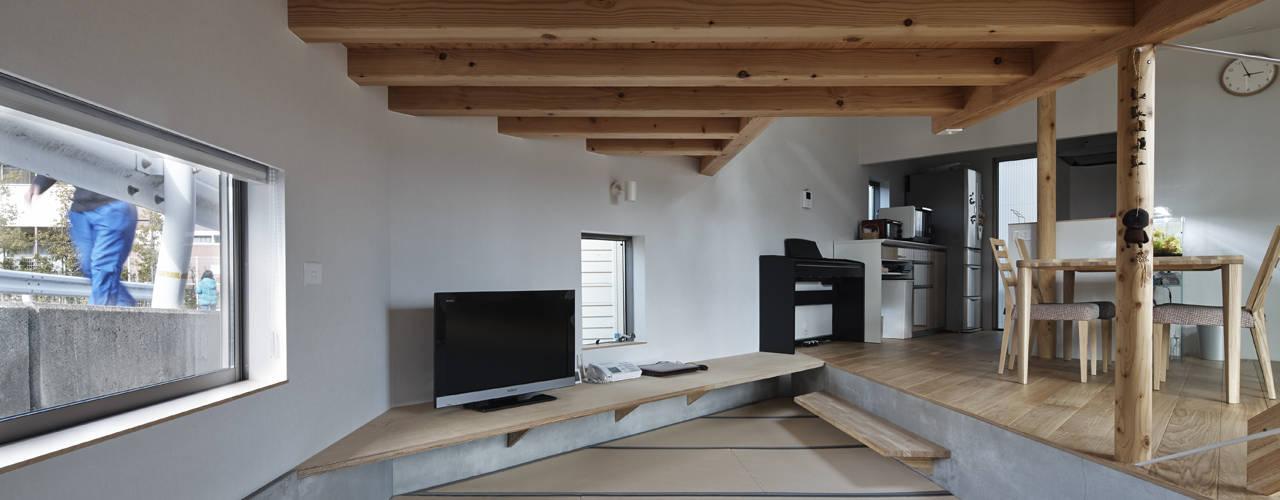 段床三角ボイドの家 オリジナルデザインの 多目的室 の 宮武淳夫建築+アルファ設計 オリジナル