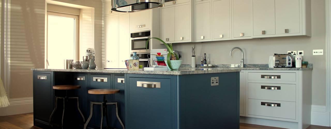 de estilo  por LIVING INTERIORS By Contour Home Design Ltd, Moderno