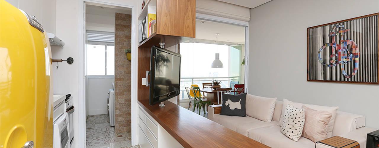 Eclectic style living room by Duda Senna Arquitetura e Decoração Eclectic