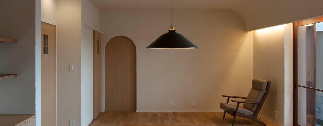 フランス漆喰のある家 宇佐美建築設計室 クラシックデザインの リビング