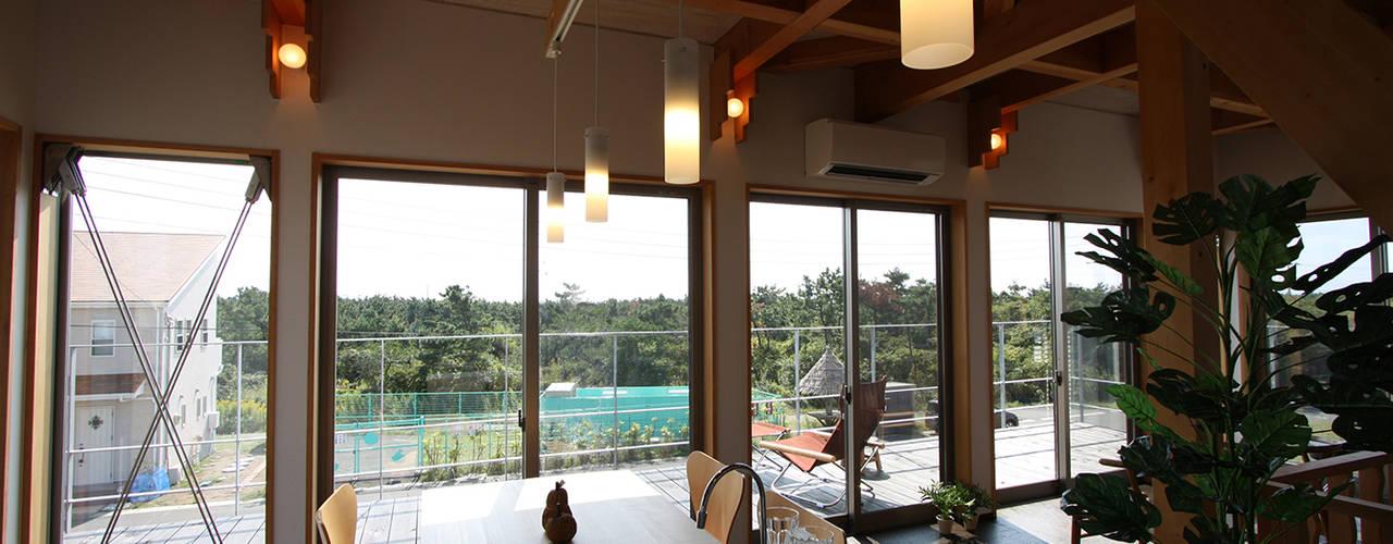 Столовые комнаты в . Автор – 遠藤浩建築設計事務所 H,ENDOH  ARCHTECT  &  ASSOCIATES
