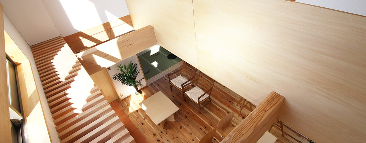 庭を抱える家 モダンデザインの リビング の 遠藤浩建築設計事務所 H,ENDOH ARCHTECT & ASSOCIATES モダン