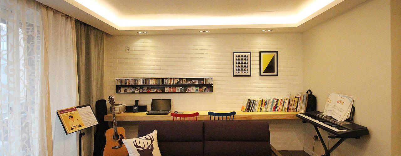 Living room by 앤드컴퍼니,