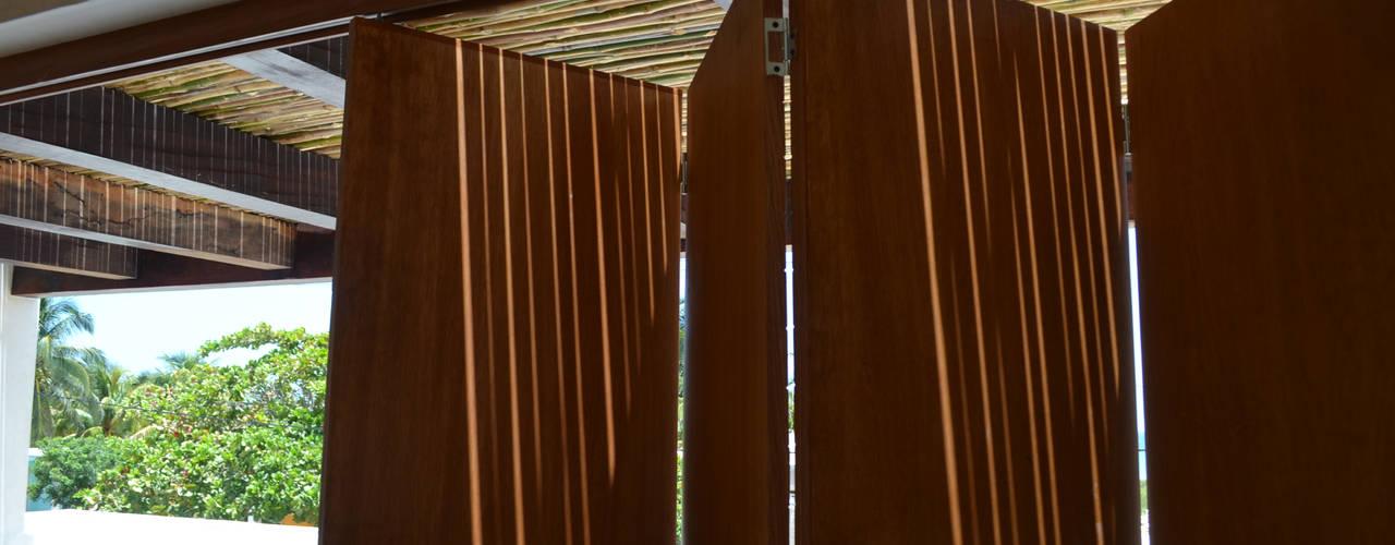 Ventanas de estilo  de Alberto Zavala Arquitectos