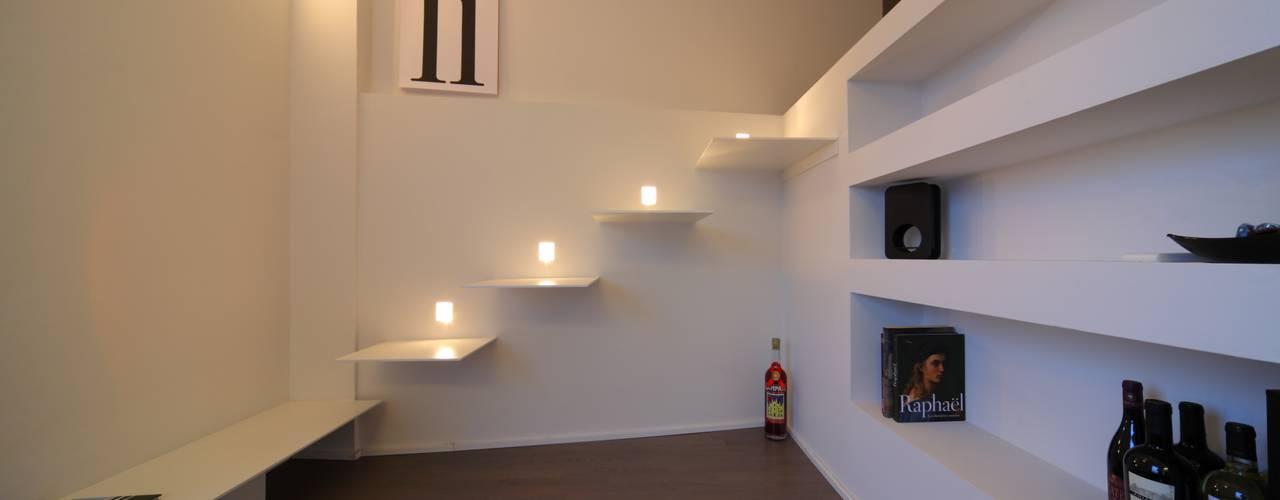 Living room by ristrutturami, Minimalist
