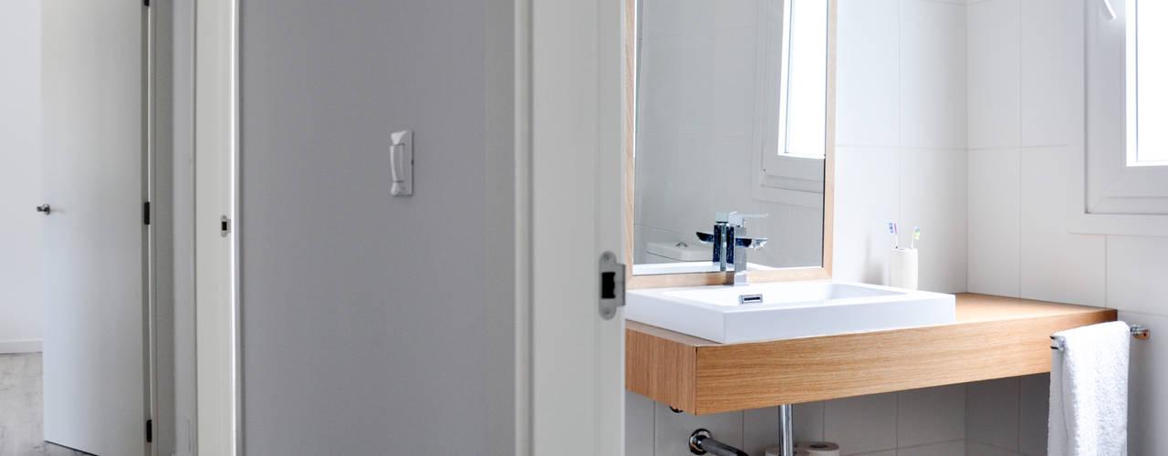 Bathroom by Casas Cube