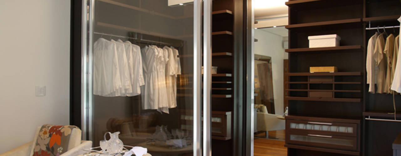 غرفة الملابس تنفيذ Denise Barretto Arquitetura, حداثي