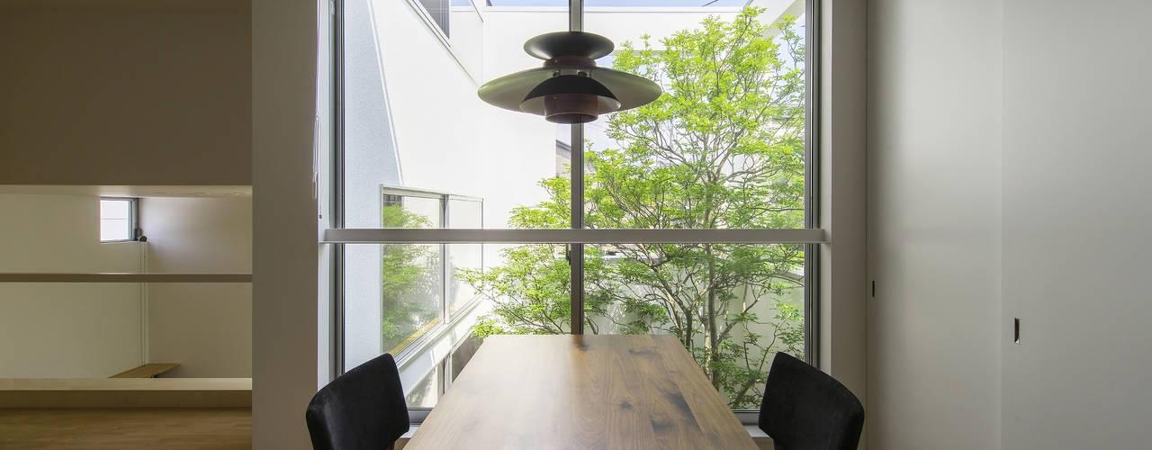 水無瀬の家  house in MINASE: プラスアトリエ一級建築士事務所が手掛けたダイニングです。,モダン