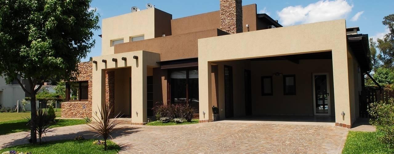 Fachada Frente: Casas de estilo  por Opra Nova - Arquitectos - Buenos Aires - Zona Oeste