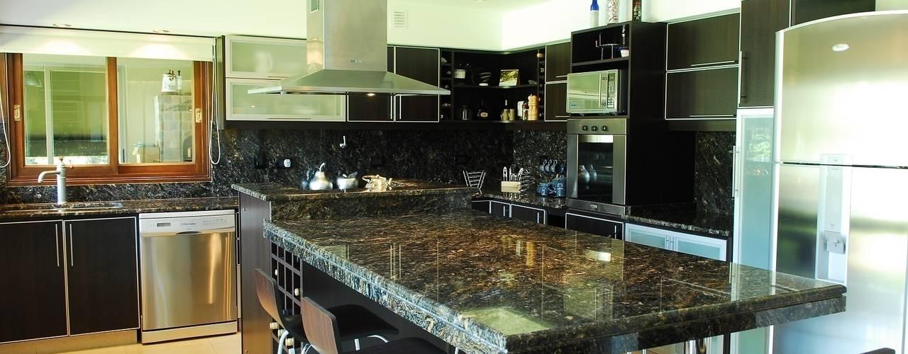 Кухня by Opra Nova - Arquitectos - Buenos Aires - Zona Oeste
