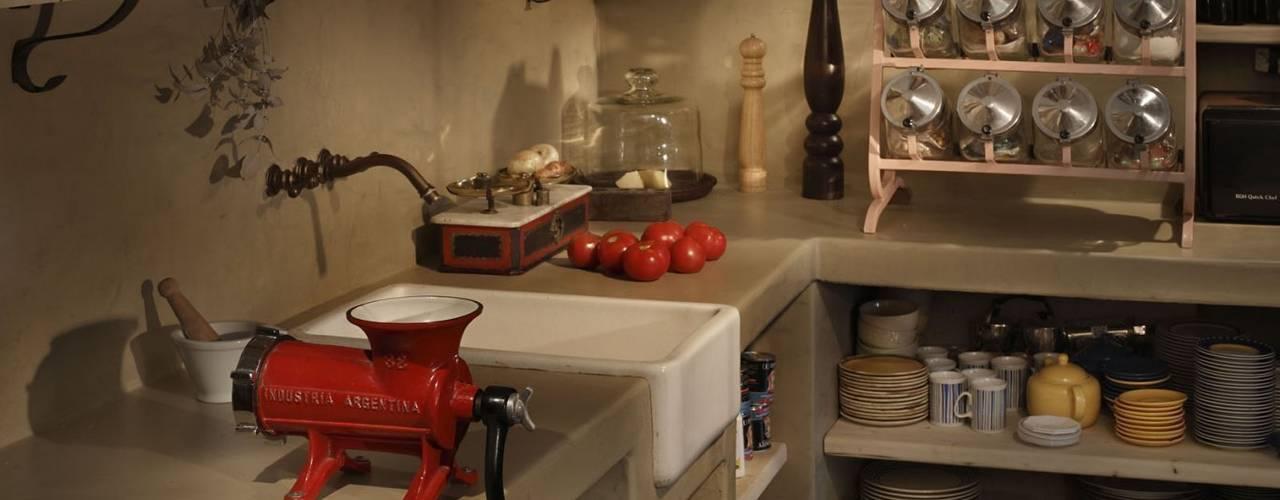 Chalet Atamisque: Cocinas de estilo  por Bórmida & Yanzón arquitectos